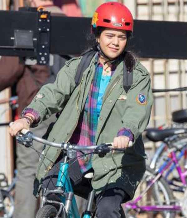 iman-vellani-ms-marvel-green-jacket
