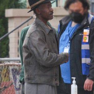 no-sudden-move-don-cheadle-leather-jacket